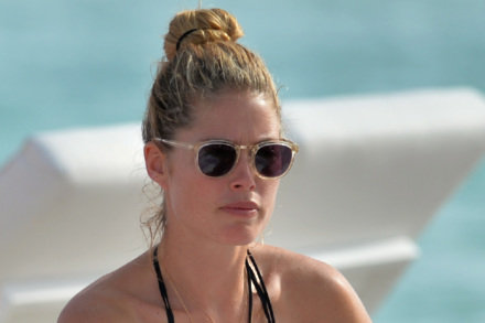 Model Doutzen Kroes goes make-up free while relaxing on a Miami beach