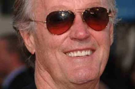 Peter Fonda finds dead bdy by the side of the road