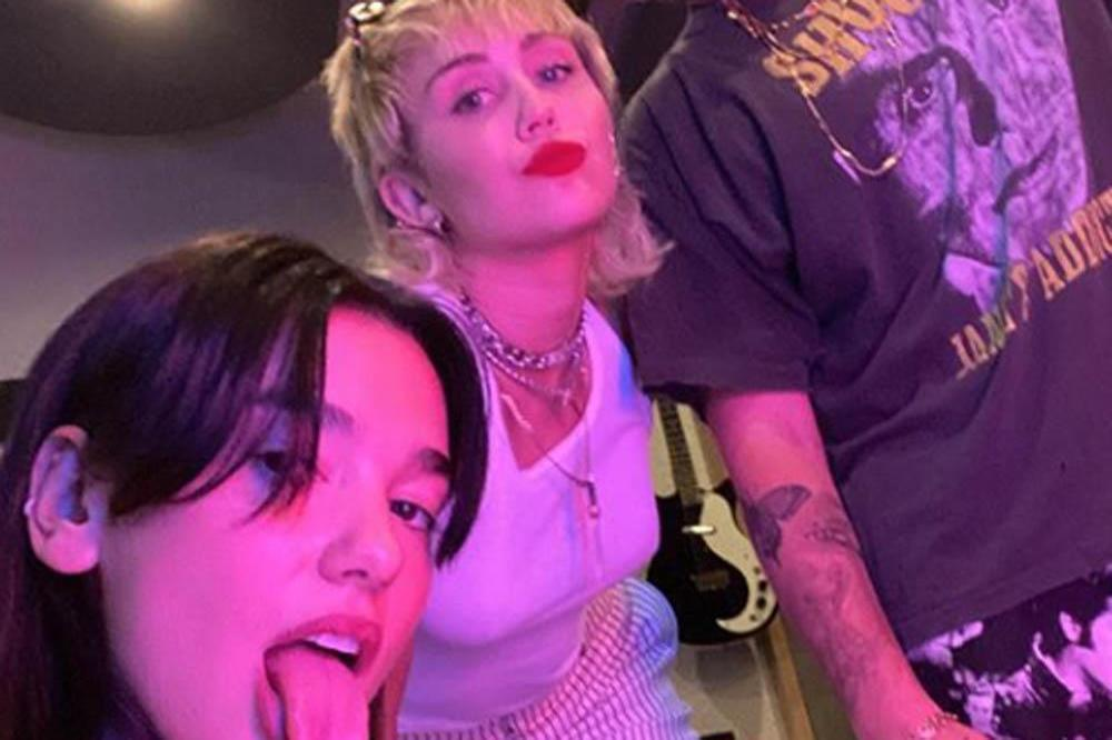 Dua Lipa, Miley Cyrus and Andrew Watt (c) Instagram