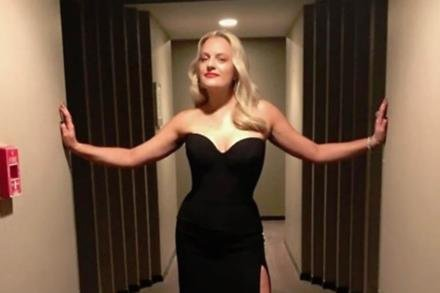 Elisabeth Moss heading to the Emmys (c) Instagram