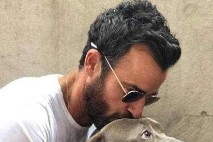 Justin Theroux and his dog (c) Instagram