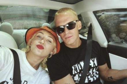 Miley Cyrus and Cody Simpson (c) Instagram
